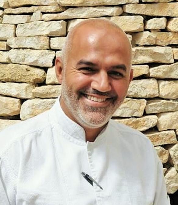Cyril Mendes  Nouveau Chef Du Mas Des Herbes Blanches