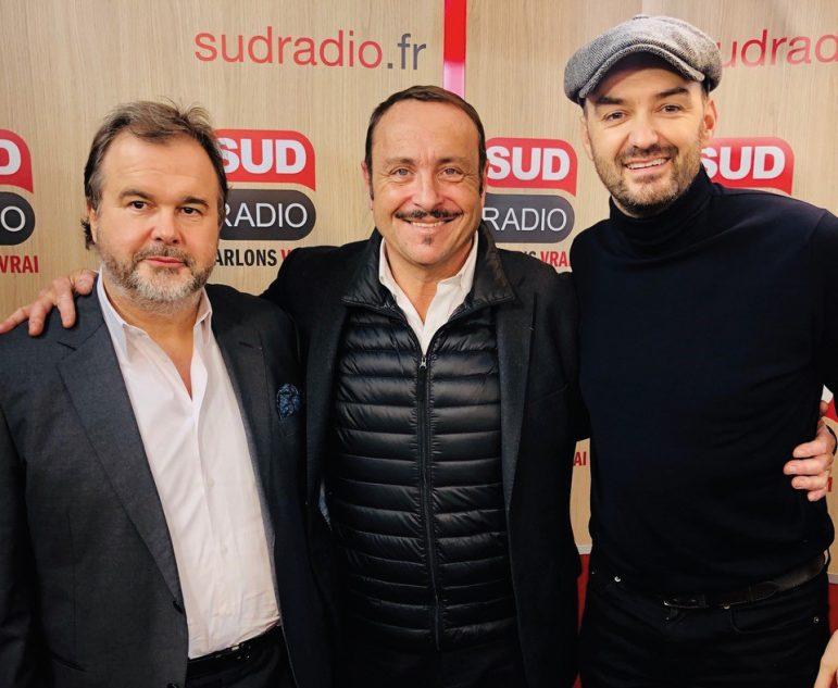 Vincent Ferniot, l'animateur de « Place du marché » sur Sud Radio, en compagnie de Pierre Hermé et Cyril Lignac. DR