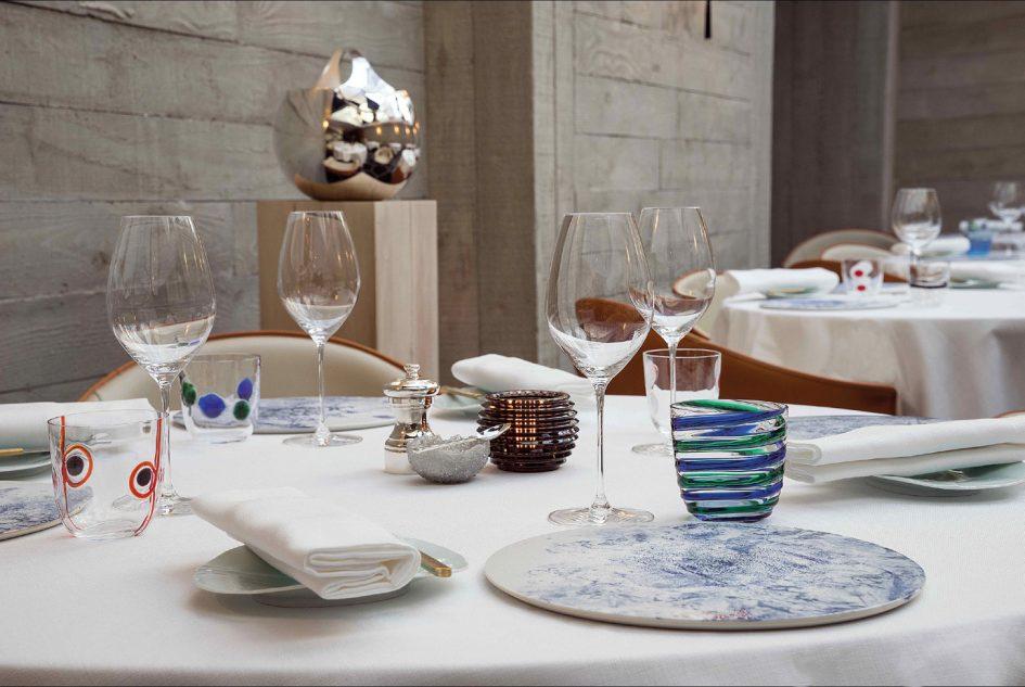Le Grand Restaurant de Jean-François Piège et ses céramiques issues, entre autres, de la Maison Kamachi, qui propose une porcelaine d'Arita aux motifs délicats. © Khanh Renaud