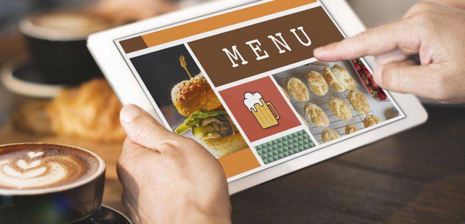 La crise du Covid-19 a accéléré la digitalisation des menus. Là aussi, il est important de soigner la présentation. © Shutterstock